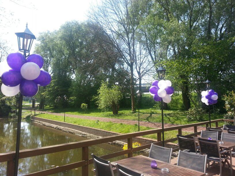De Ballonnenkoning-Koetshuis-Rotterdam-trossen-paars en wit