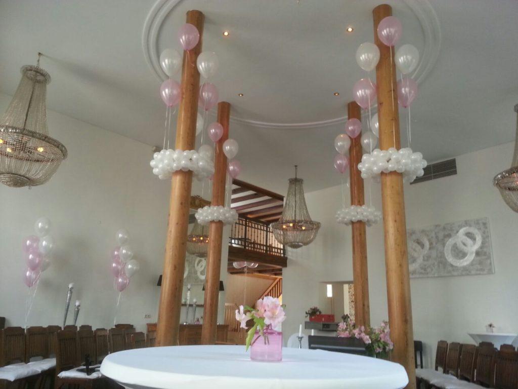 De Ballonnenkoning-Koetshuis-Rotterdam-ballonnen-helium decoratie aan de palen