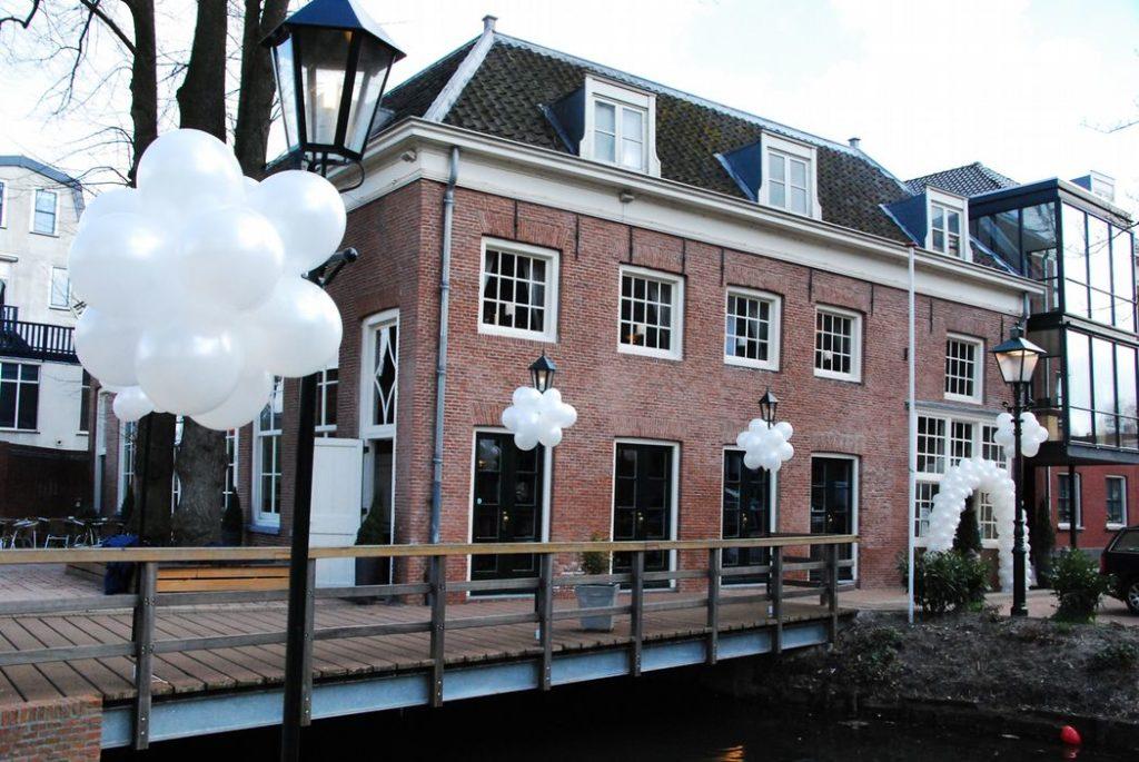 De Ballonnenkoning-Koetshuis-Rotterdam-ballonnen-trossen-wit