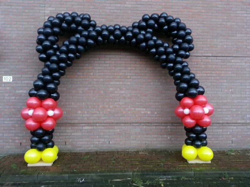 De Ballonnenkoning - ballonboog - mickey mouse - rood zwart geel