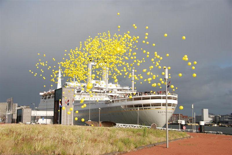 De Ballonnenkoning - ballonnen oplaten - geel oplaten - SS Rotterdam