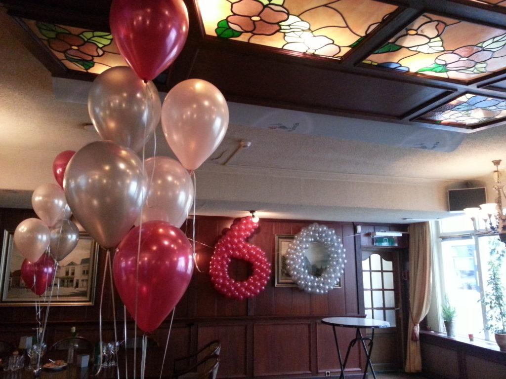 De Ballonnenkoning - ballon leeftijd 60 - zilver rood