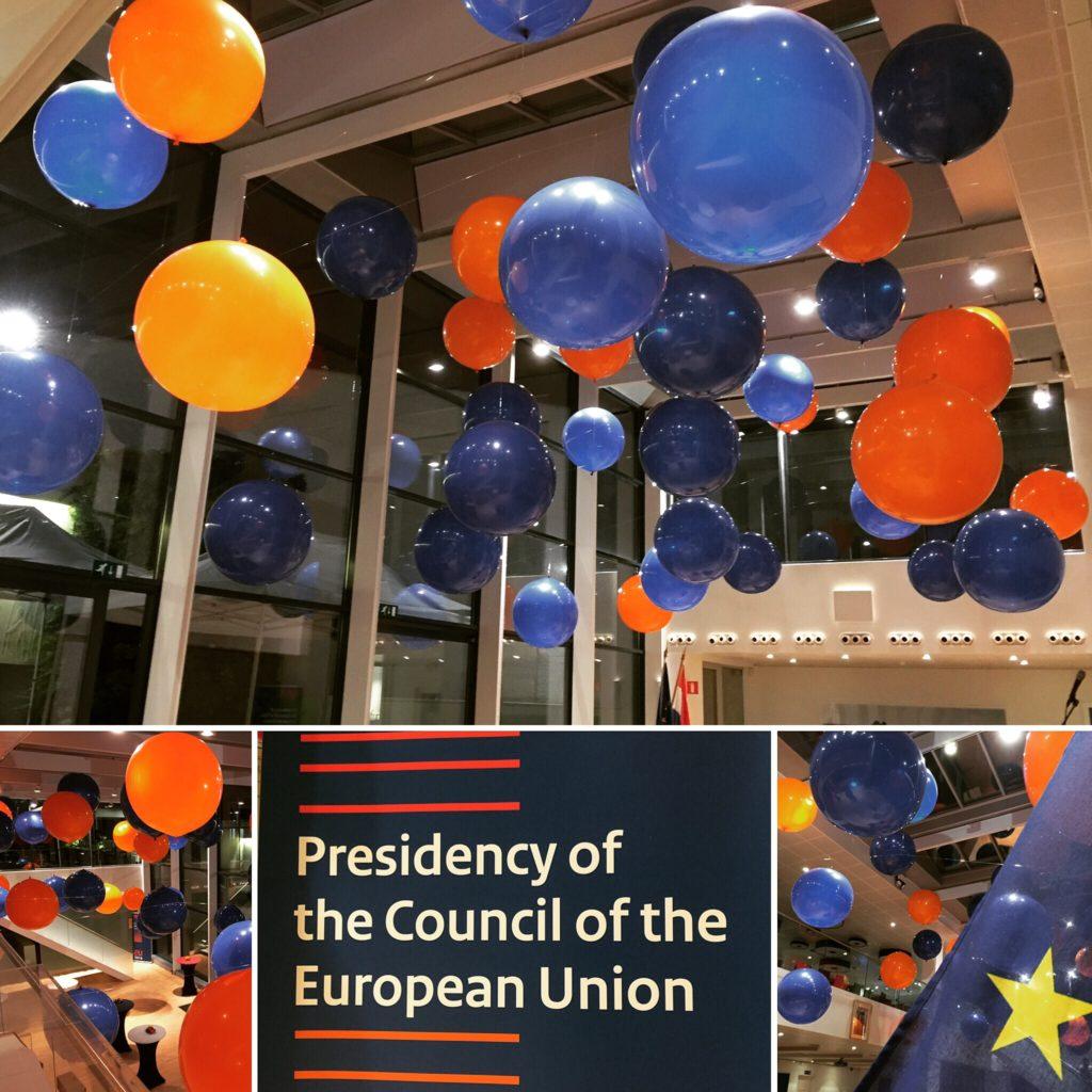De ballonnenkoning - evenement decoratie - topballonnen - blauw donker blauw oranje