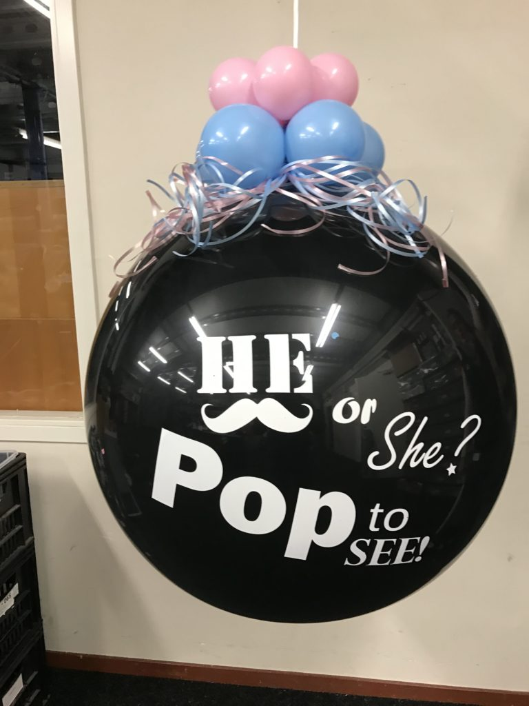 De Ballonnenkoning - Gender Reveal Balloon - he or she? - zwart blauw roze