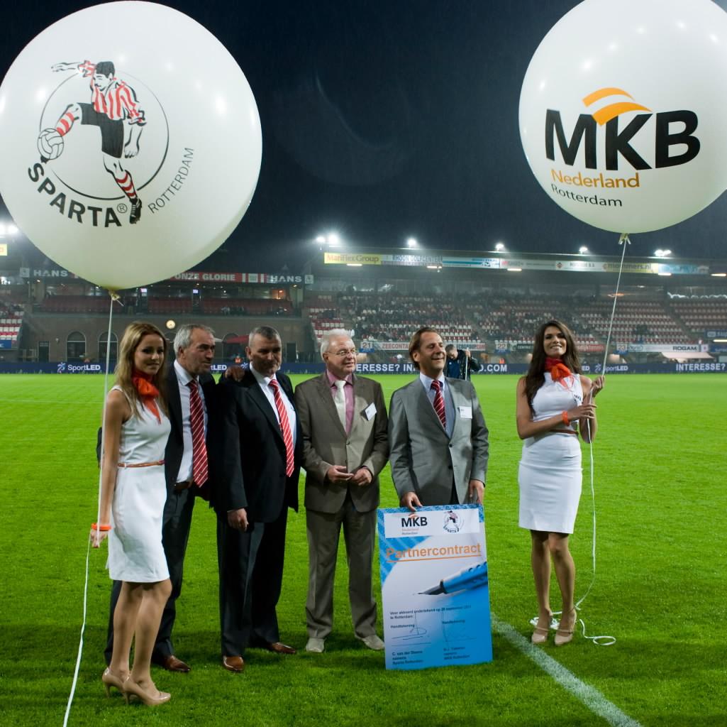 De ballonnenkoning - evenement decoratie - Sparta Rotterdam - Het Kasteel - MKB - bedrukte topballonnen - wit
