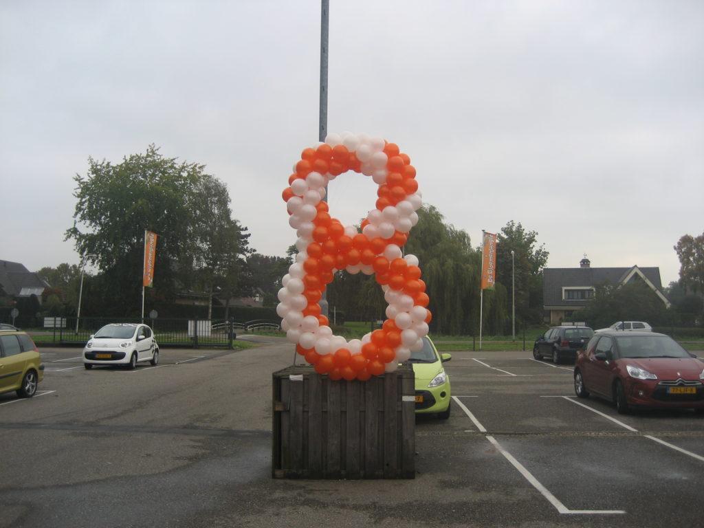 De Ballonnenkoning - ballon leeftijd 8 - oranje wit