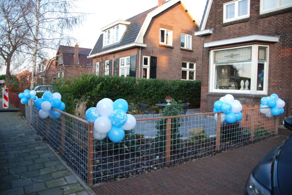 De Ballonnenkoning - trossen ballonnen - wit blauw bedrukt