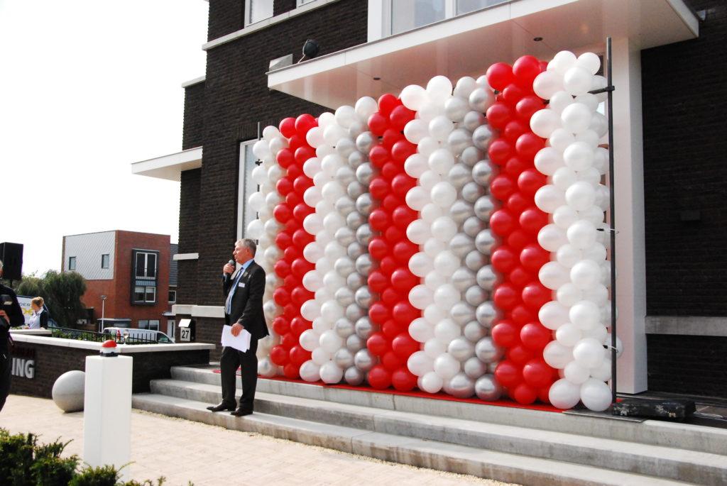 De Ballonnenkoning - ballonwand of ballonmuur - rood wit zilver