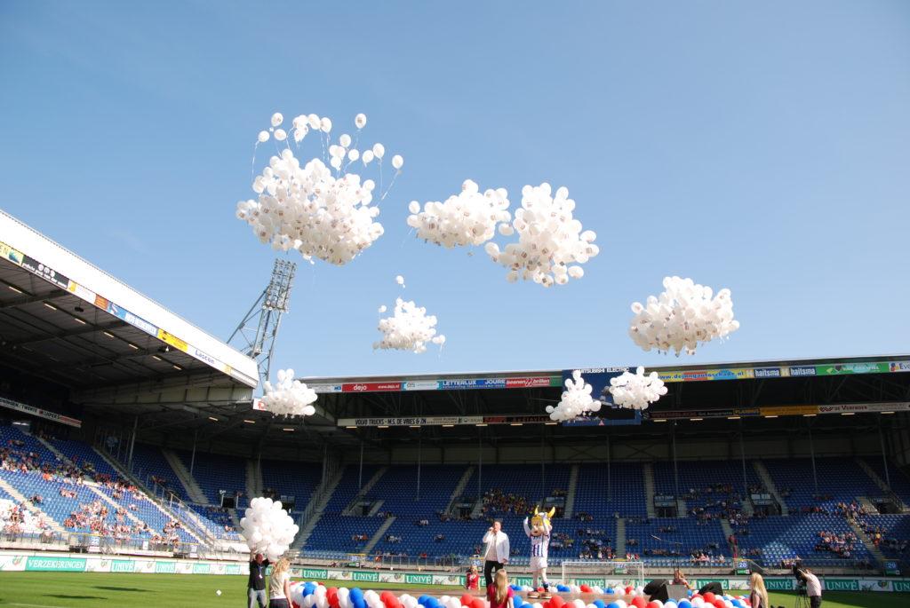 De Ballonnenkoning - ballonnen oplaten - wit bedrukte ballonnen