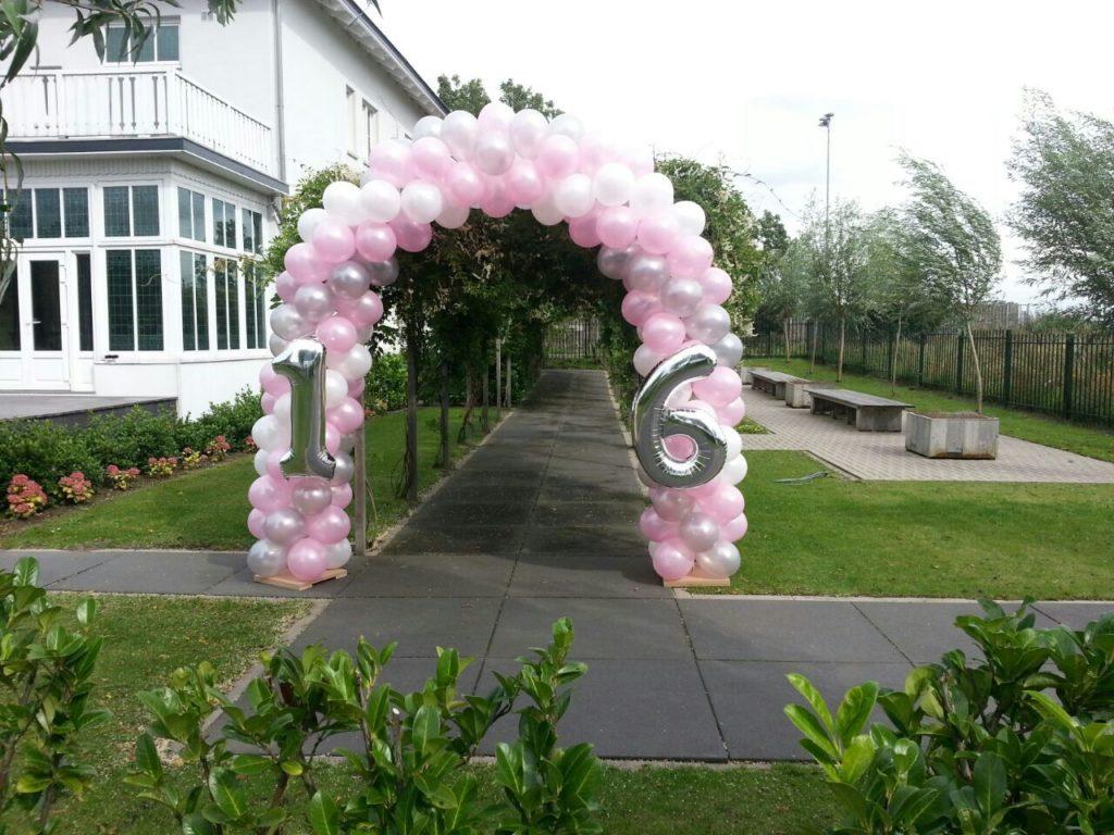 De Ballonnenkoning - ballon leeftijd 16 - ballonboog - roze wit zilver