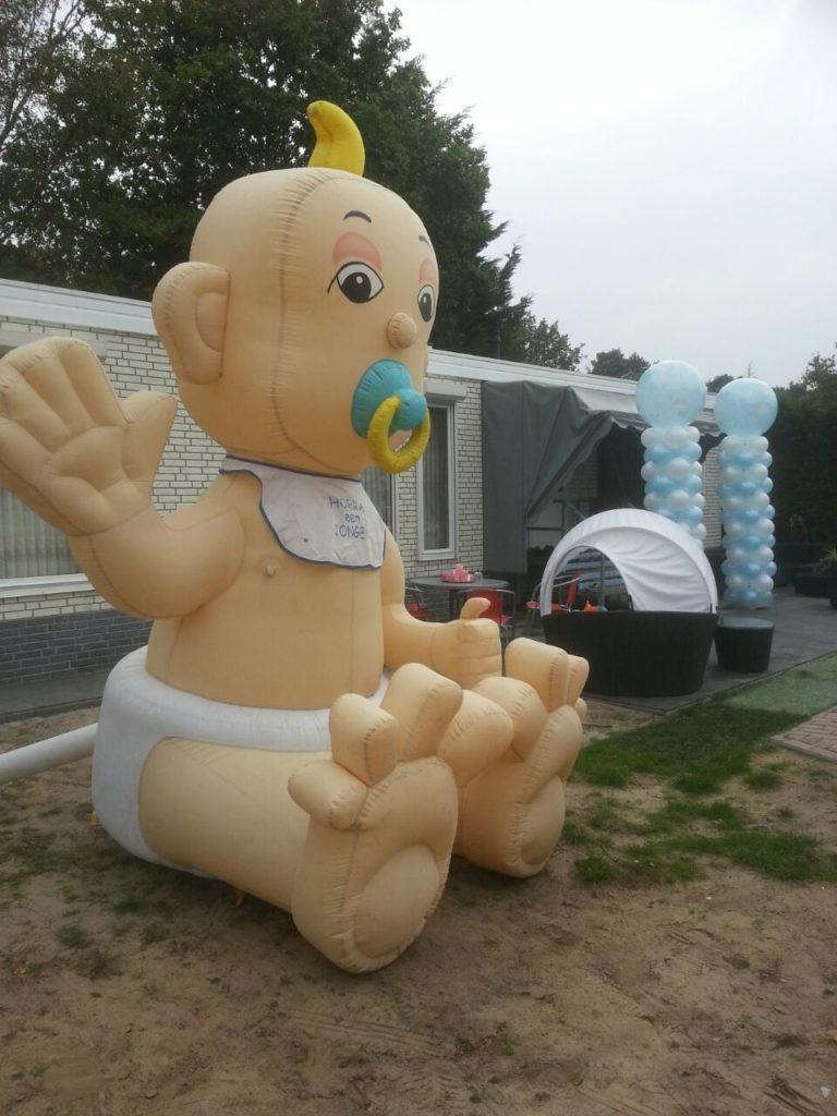 De Ballonnenkoning - grote baby ballon - ballonpilaren - blauw wit