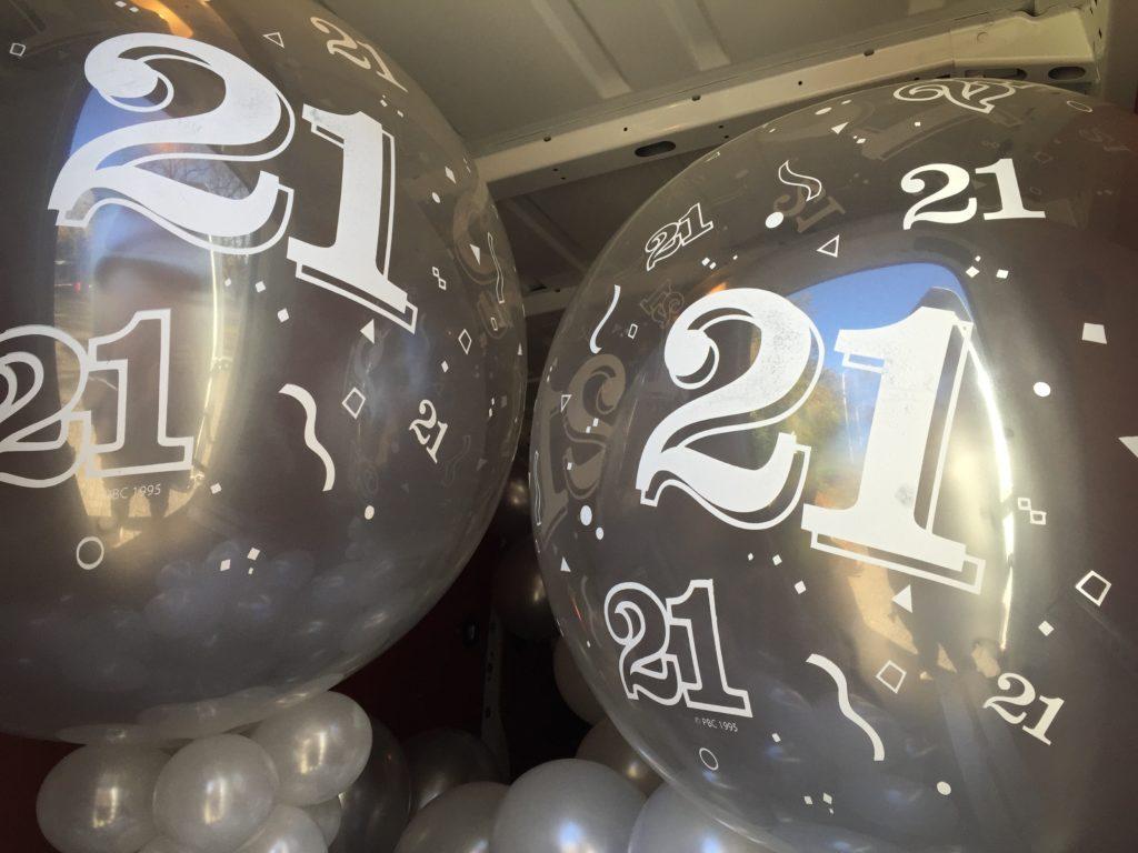 De Ballonnenkoning - ballon leeftijd 21 - zilver topballon