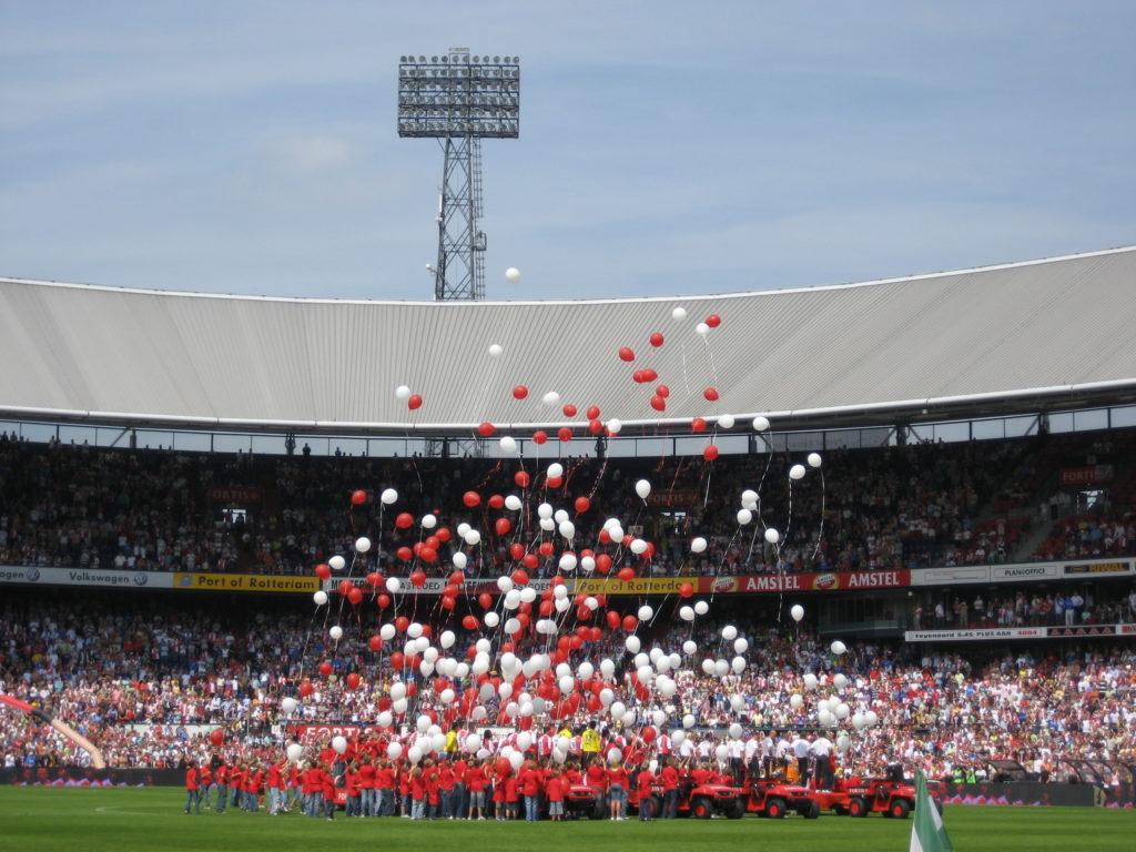 De Ballonnenkoning - ballonnen oplaten - rood wit oplaten - Feyenoord Rotterdam