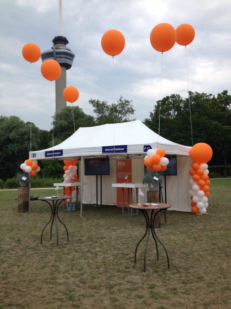 De ballonnenkoning - evenement decoratie - MKB - party tent - ballonpilaar - topballonnen - oranje wit