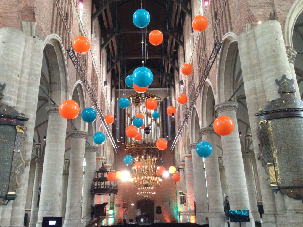 De ballonnenkoning - evenement decoratie - topballonnen - blauw oranje
