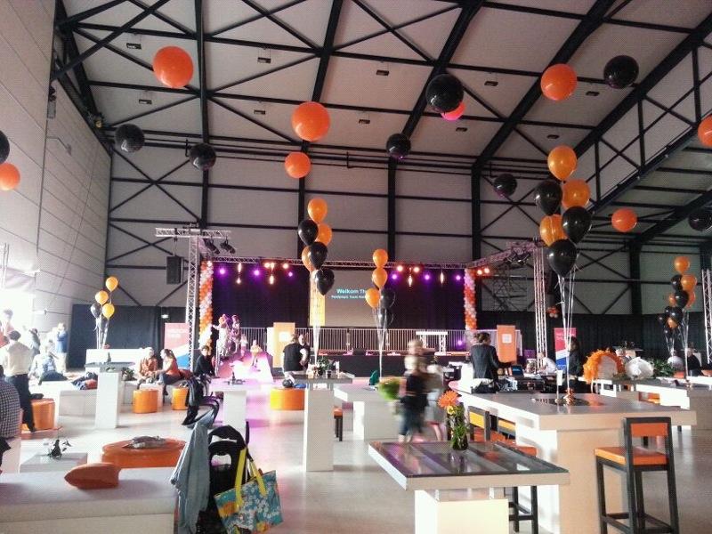 De ballonnenkoning - evenement decoratie - topballonnen - ballonpilaren - goud zwart oranje wit