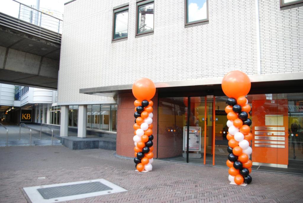 De Ballonnenkoning - ballonpilaren - oranje zwart wit - oranje topballon