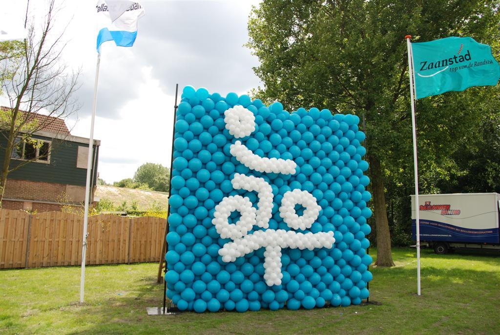 De Ballonnenkoning - ballonwand of ballonmuur - turquoise wit