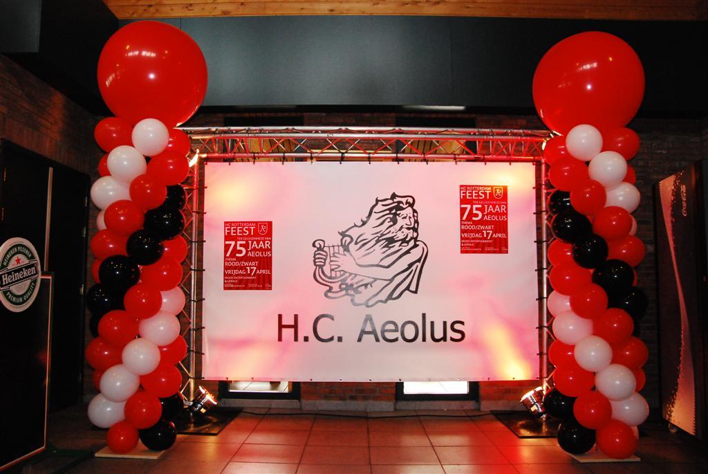 De Ballonnenkoning - ballonpilaren - rood zwart wit - rode topballon