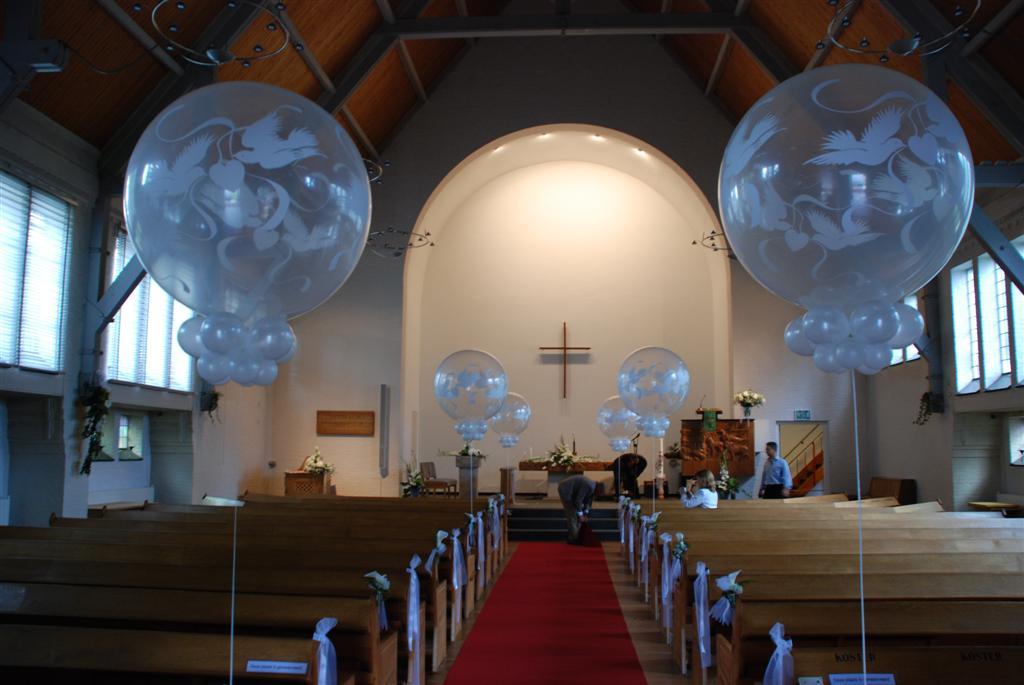 De Ballonnenkoning - Grote heliumballonnen in de kerk