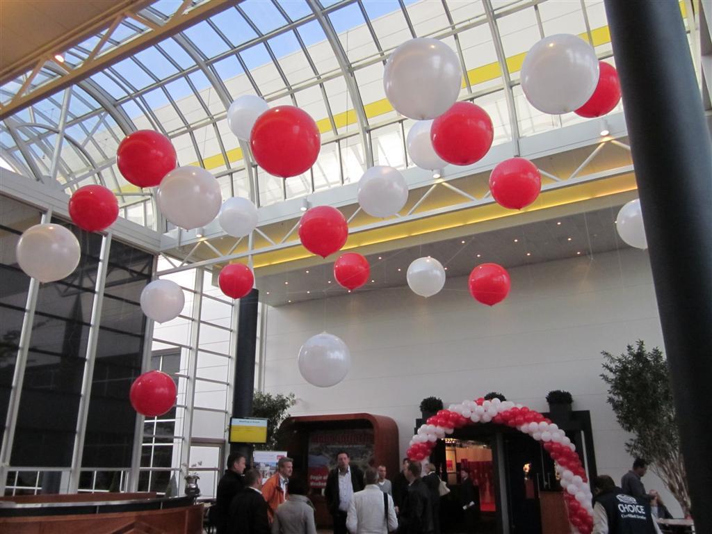 De ballonnenkoning - evenement decoratie - ballonboog - topballonnen - wit rood
