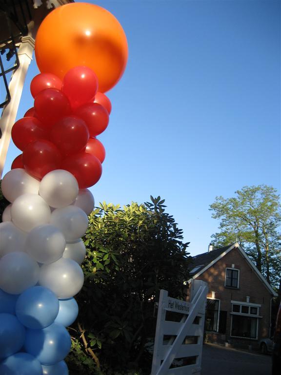 De Ballonnenkoning - ballon decoratie - ballon pilaar - koningsdag - oranje rood wit blauw