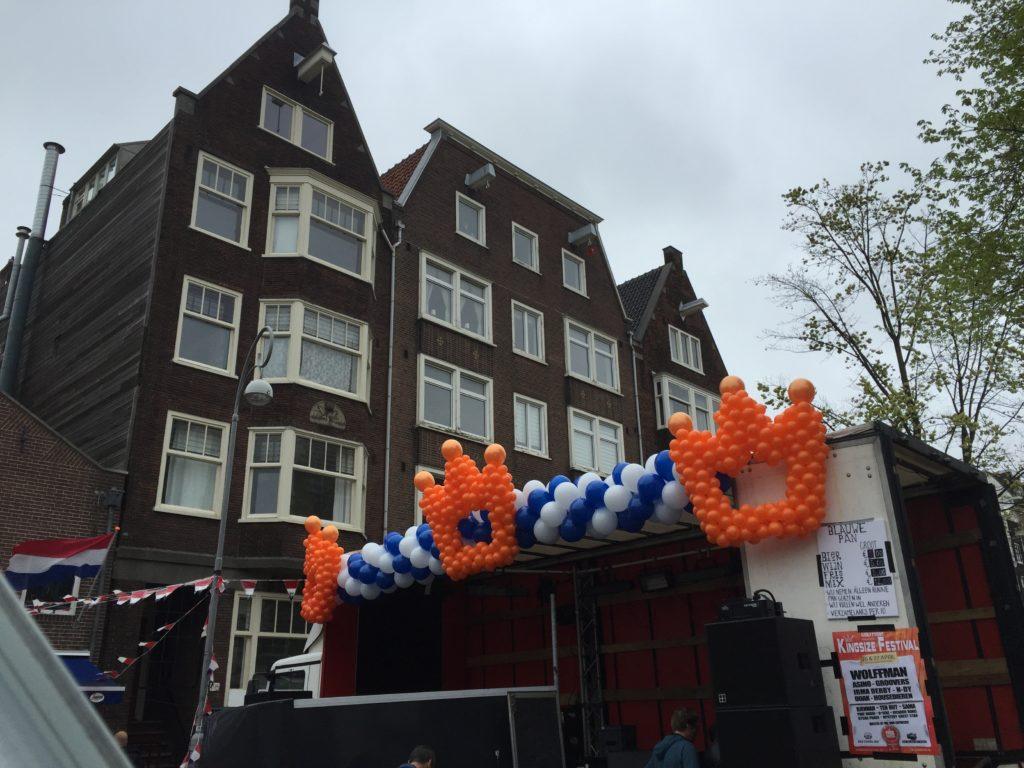 De Ballonnenkoning - ballon decoratie - ballonslinger - ballonkronen - koningsdag - oranje wit blauw