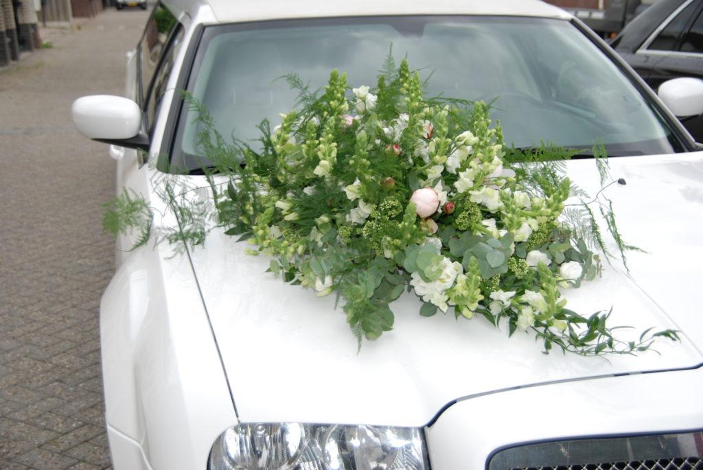De Ballonnenkoning - bloem decoratie - autodecoratie - wit groen