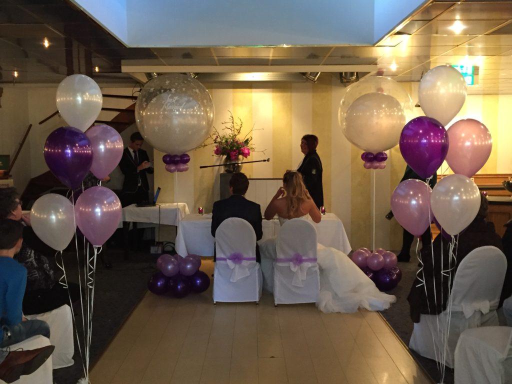 De Ballonnenkoning-Theetuin-Ridderkerk-ballonnen-bruidspaar-ceremonie-binnen