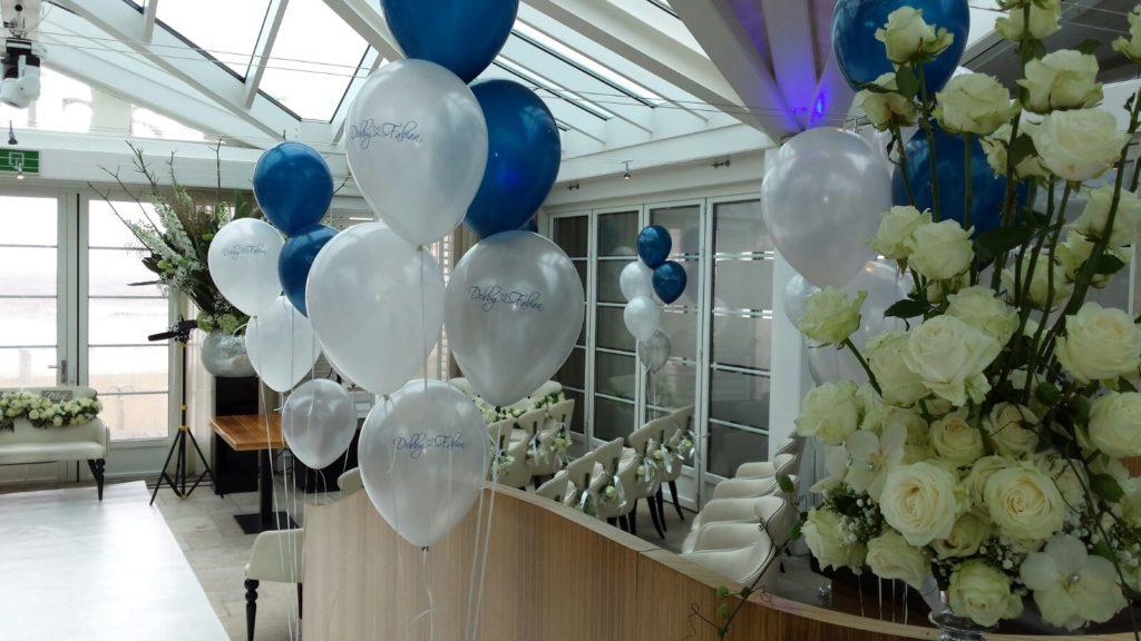 De Ballonnenkoning - Beachclub O - Ballonnen tafeldecoratie zilver wit en blauw