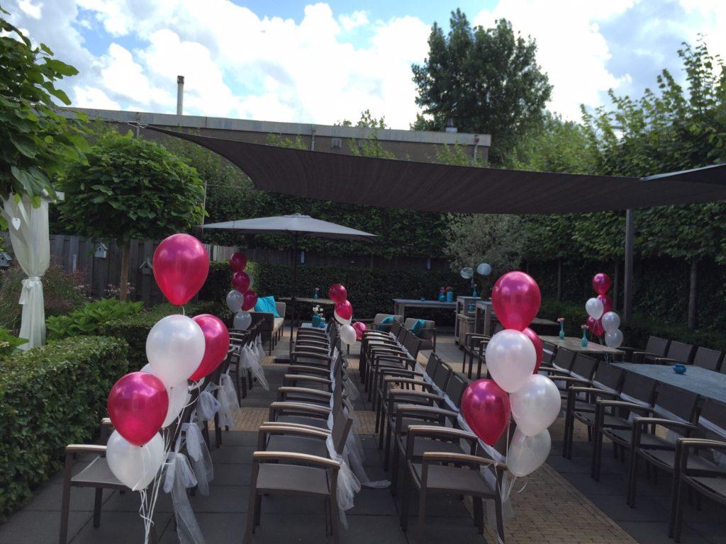 De Ballonnenkoning - Brasserij Delft - buiten trouwen tafeldecoratie magenta wit