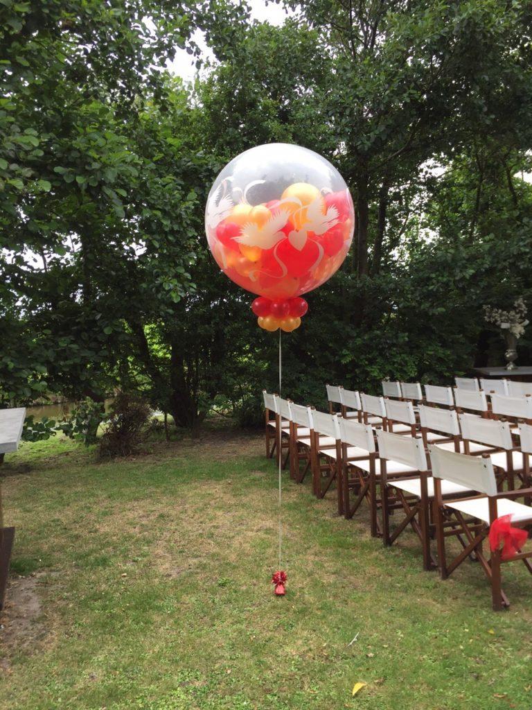 De Ballonnenkoning - Viersprong - ballonnen bij de ceremonie goud en rood