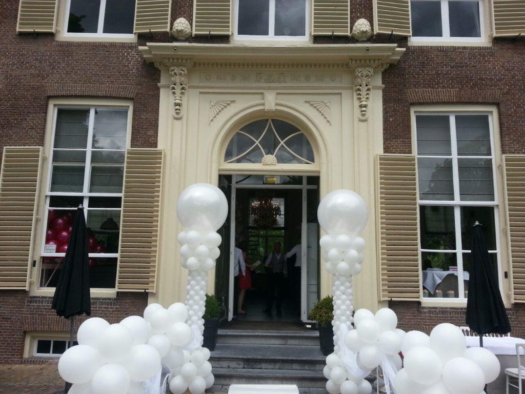 De Ballonnenkoning-Heerenhuys Rotterdam-ballonpilaren wit
