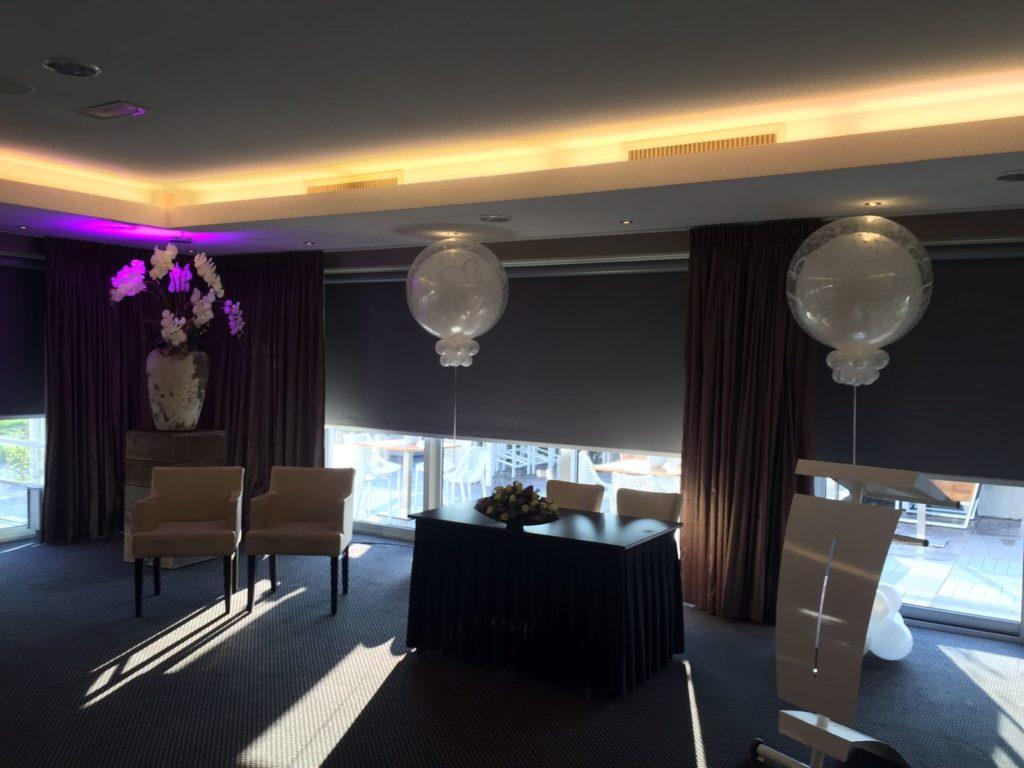 De Ballonnenkoning- Hotel Ara -topballonnen white trouwzaal