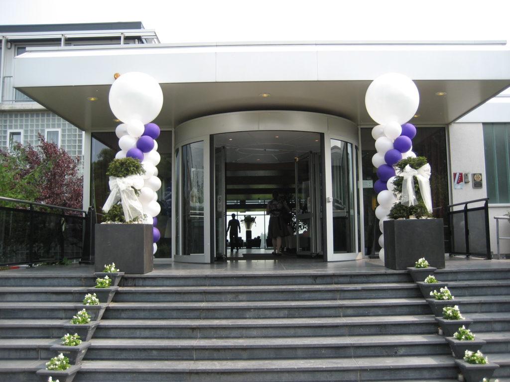 De Ballonnenkoning- Hotel Ara -ballonpilaren entree