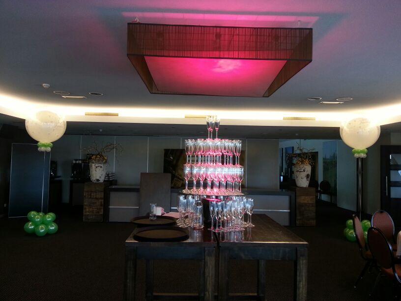 De Ballonnenkoning- Hotel Ara -topballonnen in de zaal lime