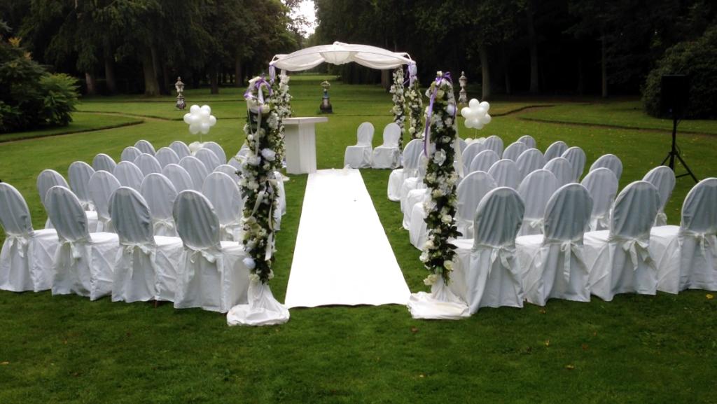 De Ballonnenkoning - Huis ten Donck - Prieel decoratie witte loper en stoelen standaard model 1