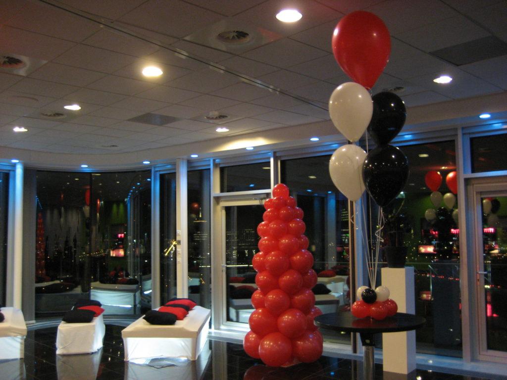 De Ballonnenkoning - Intell Rotterdam - Ballonnen in de zaal ceremonie rood en zwart