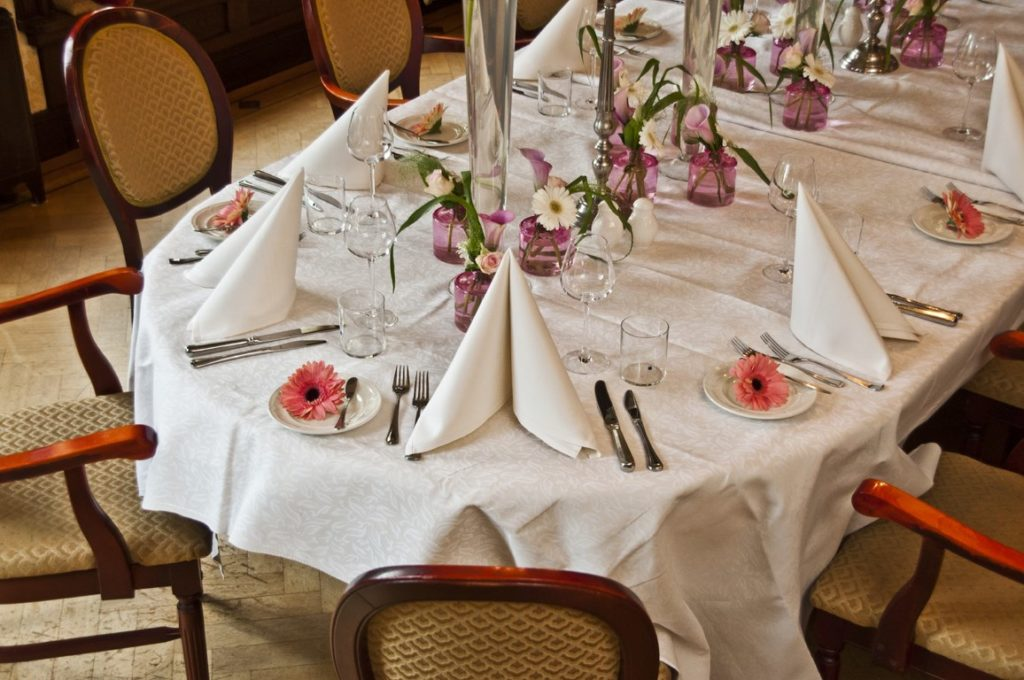 De Ballonnenkoning- Kasteel de Essenburgh- ballonnen en bloemen dinertafel
