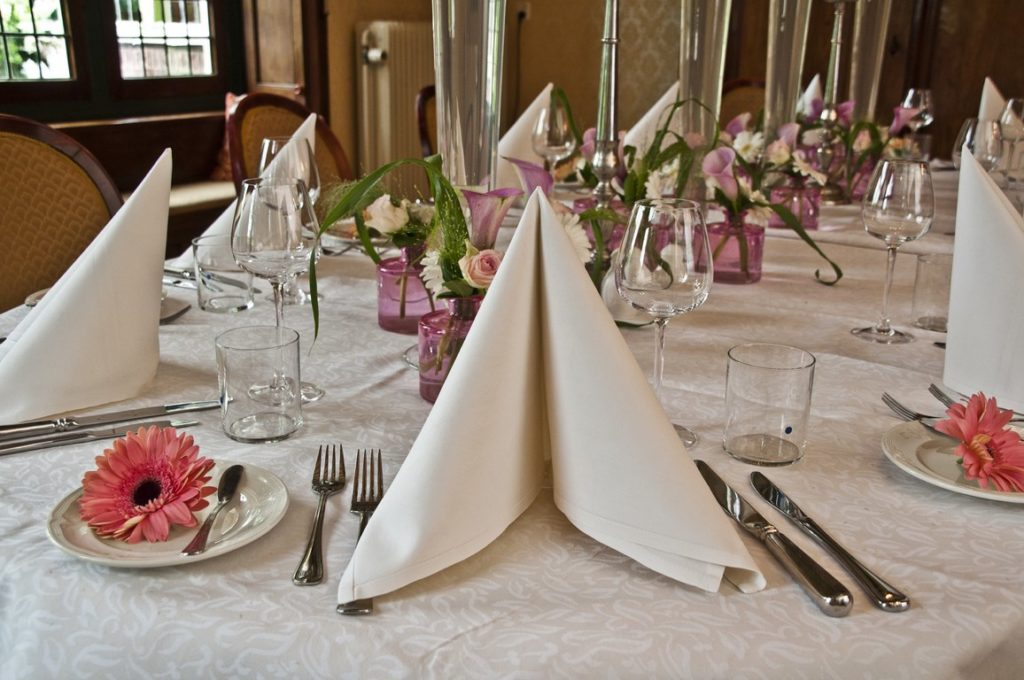 De Ballonnenkoning- Kasteel de Essenburgh- ballonnen en bloemen dinertafel servet