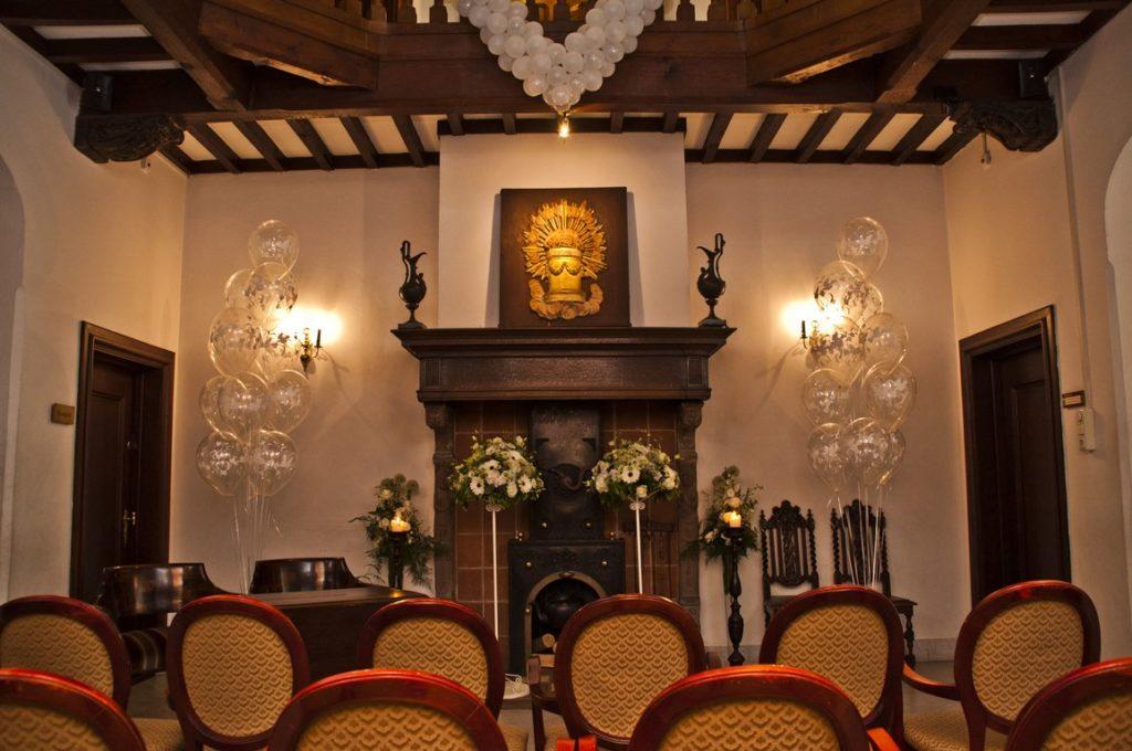 De Ballonnenkoning- Kasteel de Essenburgh- ballonnen en bloemen opstelling trouwen binnen
