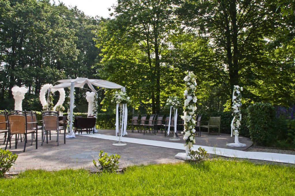 De Ballonnenkoning- Kasteel de Essenburgh- ballonnen en bloemen buiten trouwen