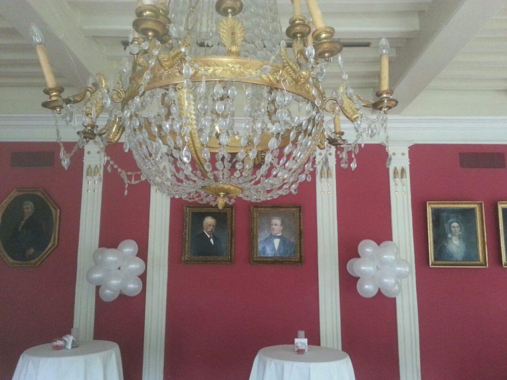 De Ballonnenkoning-Kasteel van Rhoon-ballondecoratie-trossen in de empire zaal