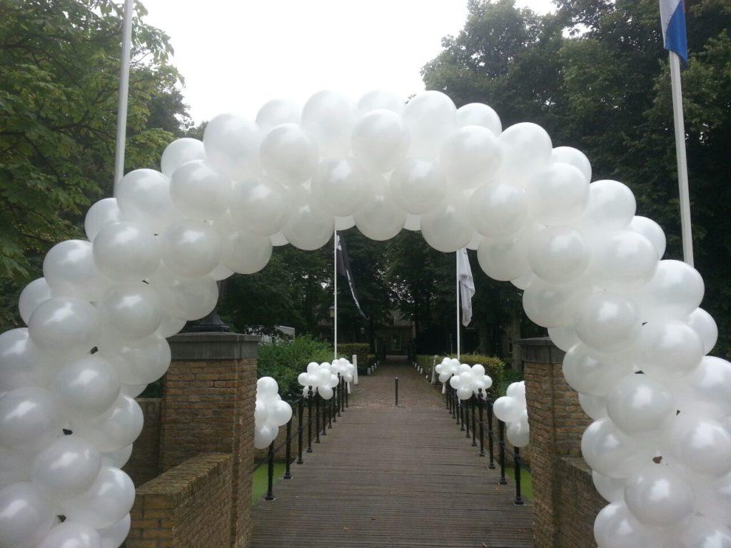 De Ballonnenkoning-Kasteel van Rhoon-ballondecoratie-ballonboog brug