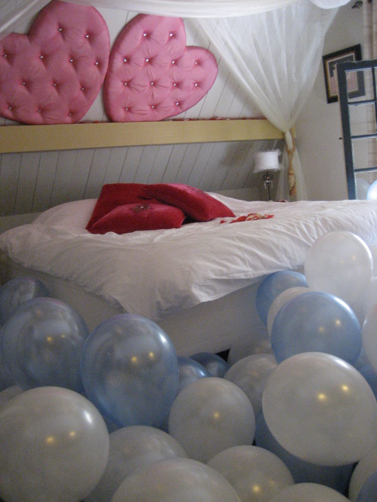 De Ballonnenkoning-Kasteel van Rhoon-ballondecoratie-ballonnen in trouwhuisje kamer gevuld