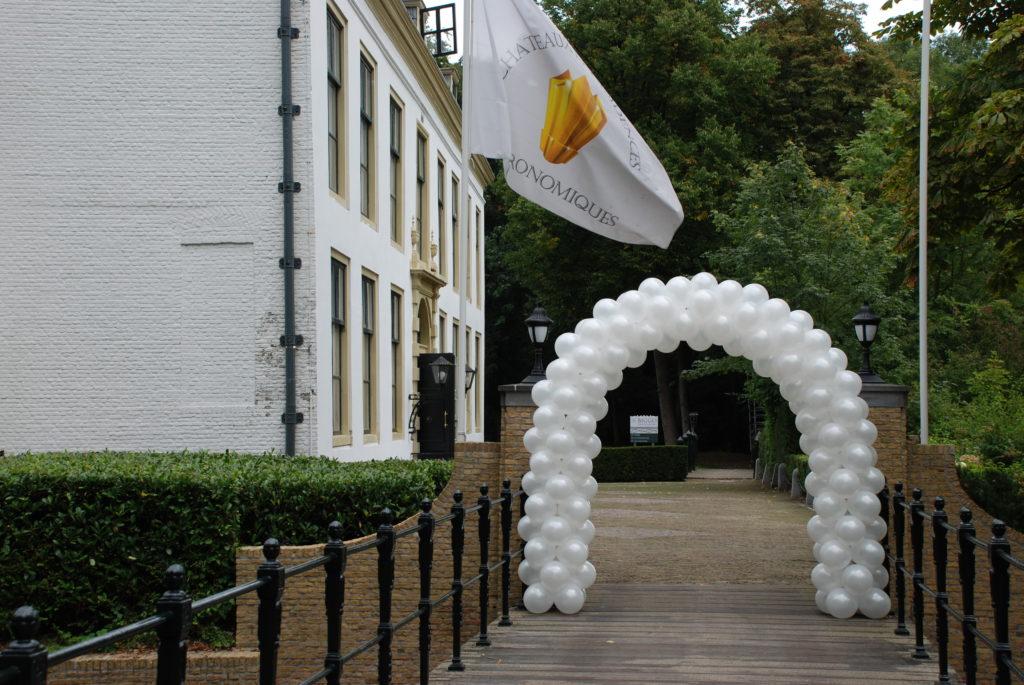 De Ballonnenkoning-Kasteel van Rhoon-ballondecoratie-ballonnen boog brug