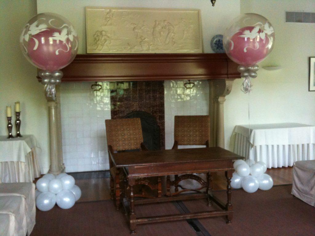 De Ballonnenkoning-Kasteel van Rhoon-ballondecoratie-topballonnen kerkzaal zilver en pink