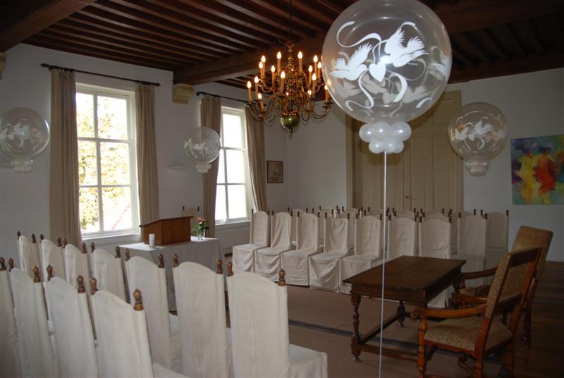 De Ballonnenkoning-Kasteel van Rhoon-ballondecoratie-topballonnen kerkzaal duiven