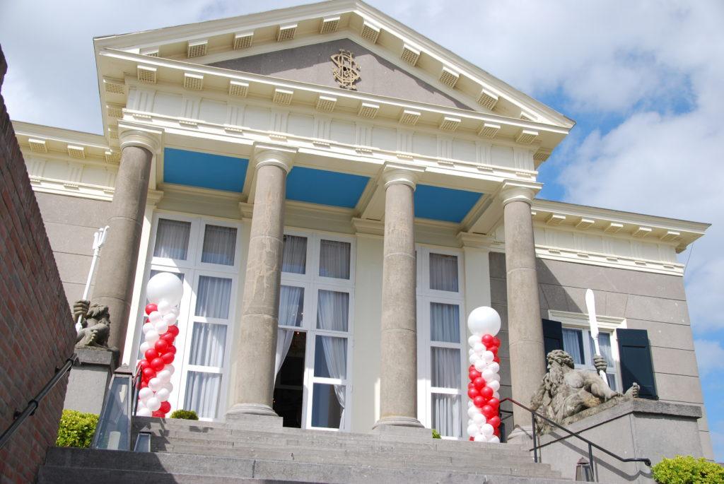 De Ballonnenkoning - Paviljoen de Witte - Ballonpilaren wit en rood