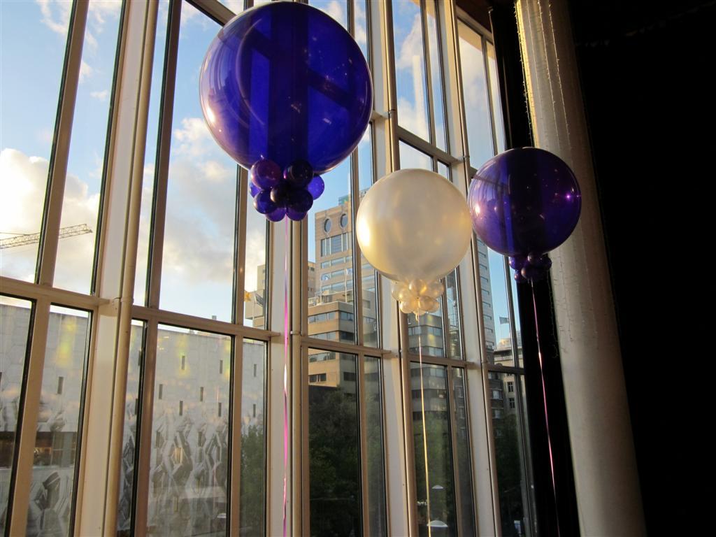 De Ballonnenkoning- Staal Rotterdam- grote ballonnen paars en zilver ramen